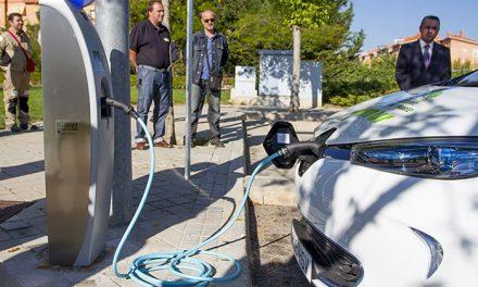 Los vehículos identificados como «cero emisiones» no pagarán en la zona de estacionamiento limitado