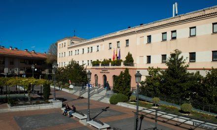 Pozuelo celebra el 40 aniversario de la Constitución con una exposición de grabados alusivos de Miró, Saura y Barjola, entre otros