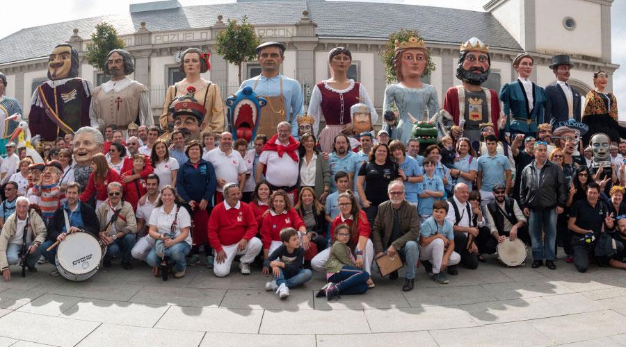 Seis comparsas de Gigantes y Cabezudos de Madrid y Zaragoza visitan Pozuelo de Alarcón