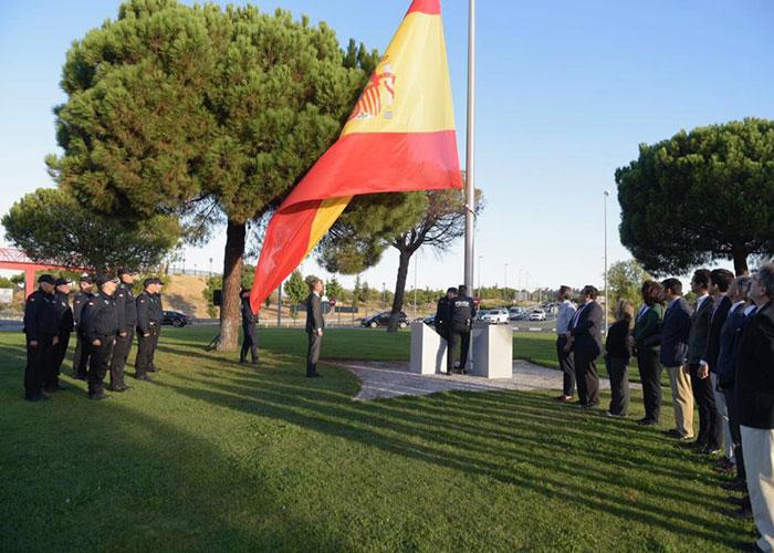 Boadilla defiende la unidad de España con un acto simbólico de izado de bandera