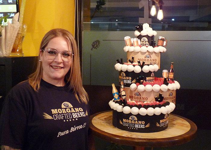 Morgano brinda con cerveza en su primer aniversario