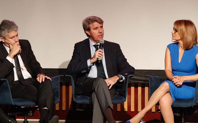 Garrido asiste al estreno de 'El relato del silencio. La historia del terrorismo en Madrid'