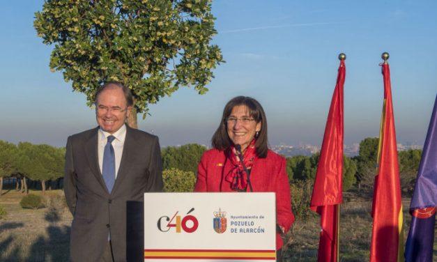 La alcaldesa y el presidente del Senado conmemoran el 40 Aniversario de la Constitución con la plantación de un árbol en el Parque Forestal Adolfo Suárez