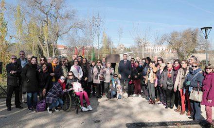 Boadilla instala un monolito en reconocimiento a la labor solidaria de los voluntarios de la localidad