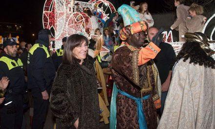 Miles de personas reciben a los Reyes Magos de Oriente en la Gran Cabalgata de Pozuelo de Alarcón