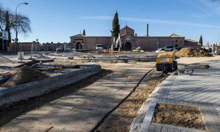 Las obras de la rotonda del cementerio avanzan con el hormigonado y conexión de alumbrado