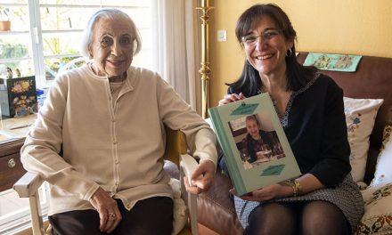 La alcaldesa felicita a la vecina Encarnación Ocaña que ha alcanzado el siglo de vida