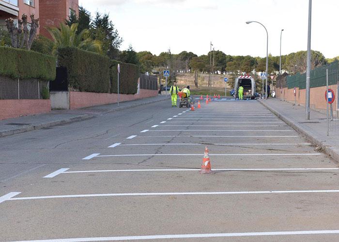 La calle Miguel Hernández suma más del doble de plazas de aparcamiento tras cambiar la circulación a sentido único