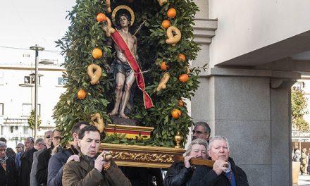 San Sebastián recorre las calles del centro de Pozuelo de Alarcón en procesión