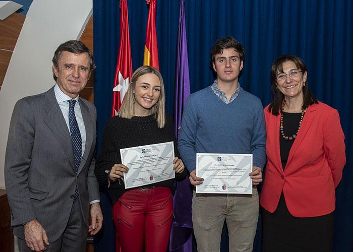 Tres alumnos de Pozuelo de Alarcón reciben una beca para estudiar en la Universidad Francisco de Vitoria