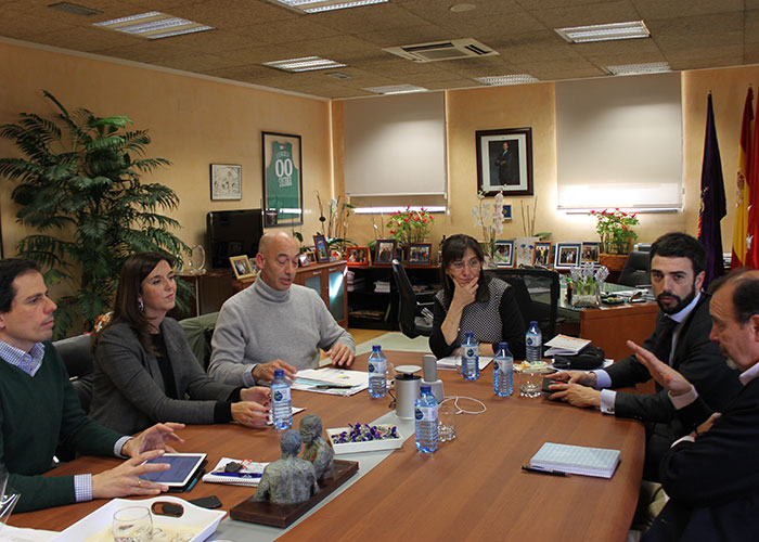 La alcaldesa de Pozuelo continúa su ronda de reuniones con representantes de los colegios públicos de la ciudad