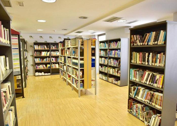 La sede institucional ofrece el servicio de biblioteca mientras duren las obras en la Casa de la Cultura