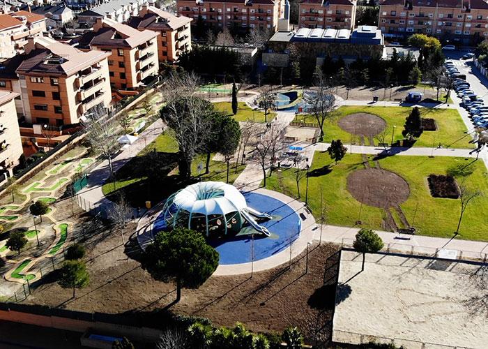 Inaugurado el parque Miguel Hernández que cuenta con una amplia zona de juegos de inclusión