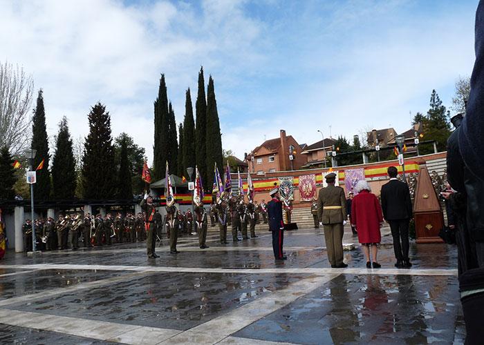 Emotiva jura de bandera de España en la Plaza de las Américas de Pozuelo