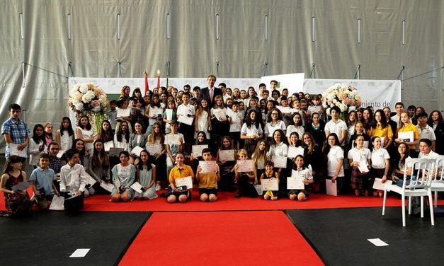 Boadilla premia a 116 alumnos por su excelencia académica y su compromiso social