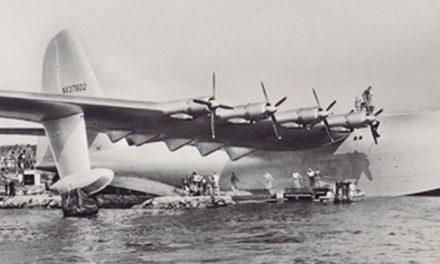 El más grande avión fabricado con madera