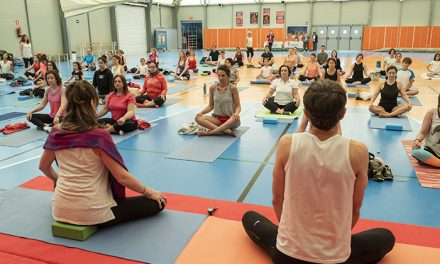 """El polideportivo Valle de las Cañas acoge una """"Masterclass de yoga"""" solidaria contra el Cáncer de Ovario"""
