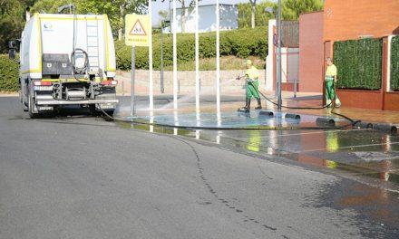 Continúan las limpiezas especiales de verano en el municipio