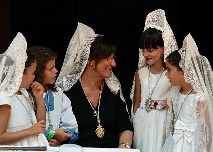 Pozuelo de Alarcón rindió honores a su Patrona y con la Solemne Procesión por el centro de la ciudad