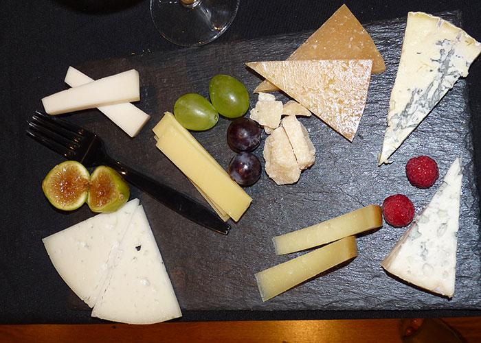 Maridaje de quesos y vinos en el espacio Boavida