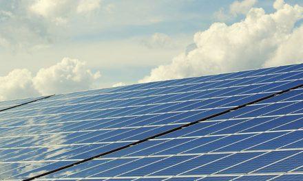La electricidad de las dependencias municipales y el alumbrado público provendrá al 100% de las energías renovables