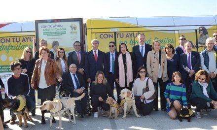 Metro Ligero y la Fundación ONCE presentan en Boadilla un convoy con imágenes de perros guía para concienciar sobre su acceso al transporte