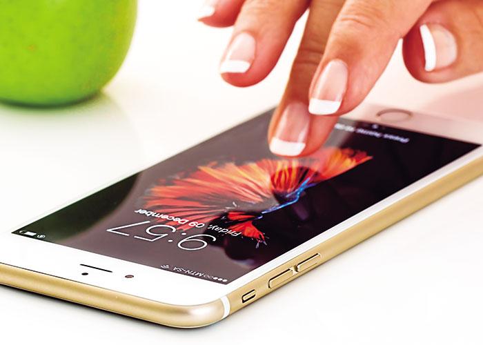 Pegados al móvil