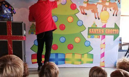 """Cerca de un millar de alumnos de infantil de Pozuelo disfrutan del espectáculo de magia """"Christmas Party"""""""
