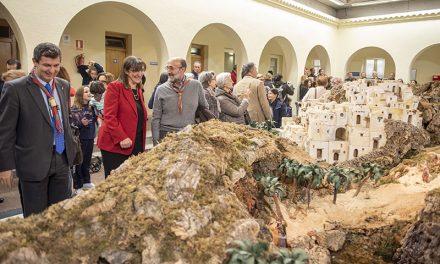 El Patio de Segovia del Ayuntamiento de Pozuelo de Alarcón acoge un gran Belén de 85 metros cuadrados y 450 figuras