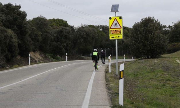 Boadilla instala un sistema pionero de detección de ciclistas en zonas de escasa visibilidad de la M-516