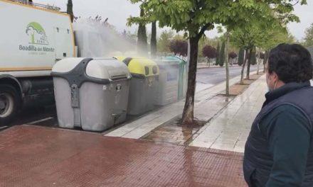 Las baldeadoras de Boadilla se modifican para desinfectar los contenedores de basura