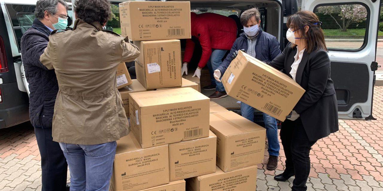 El Ayuntamiento de Pozuelo de Alarcón recibe las primeras 100.000 mascarillas de protección compradas para depositar en todos los buzones de la ciudad a partir del lunes