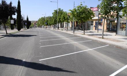 El Ayuntamiento de Boadilla coloca el aparcamiento en batería en el tramo más comercial de la avenida Isabel de Farnesio