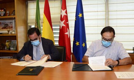 El Ayuntamiento renueva el convenio con la Asociación de Mayores para la financiación de sus actividades y del abono transporte
