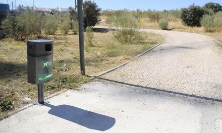 El Ayuntamiento de Boadilla instala cuatro nuevos sanecanes en Cortijo Norte