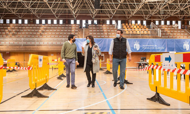 La alcaldesa visita el polideportivo El Torreón donde este martes comienzan los test de antígenos para detectar el Covid-19