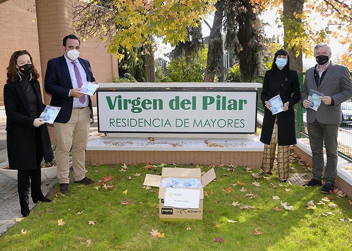 El Ayuntamiento reparte mascarillas quirúrgicas a todos los vecinos que viven en las residencias de Boadilla