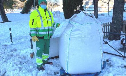 El Ayuntamiento de Pozuelo entregó ayer 24 toneladas de sal en los seis puntos habilitados en la ciudad