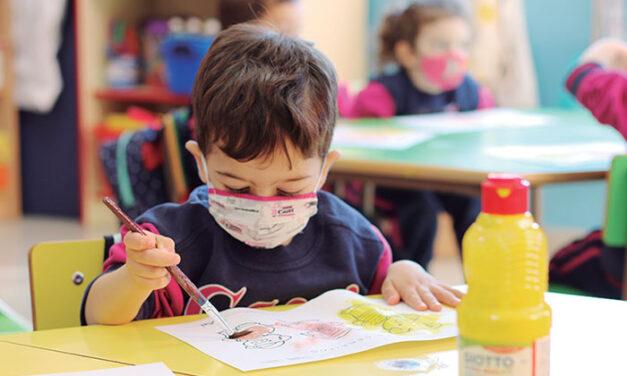 ¿Qué beneficios tiene la escolarización temprana?