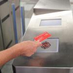 Metro Ligero Oeste actualiza las barreras de acceso de sus estaciones incorporando tecnologías para la mejora del servicio