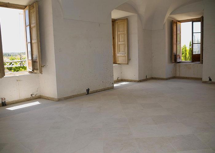 Nuevo solado de piedra caliza en las estancias contiguas a la capilla del Palacio del Infante D. Luis