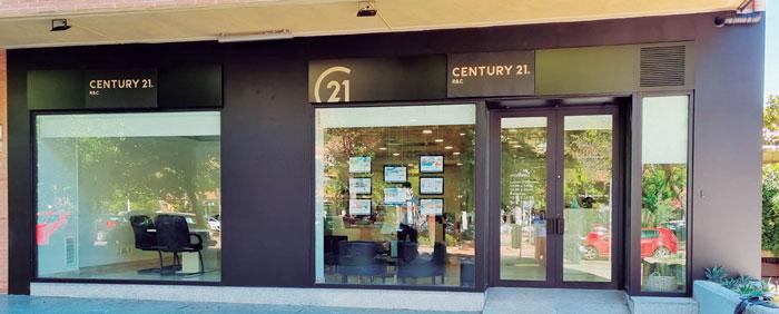 La agencia inmobiliaria Century 21 R&C ya está instalada en su nueva oficina en la av. Europa, 30
