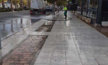 Siguen las limpiezas especiales de verano en las avenidas Siglo XXI e Infante D. Luis